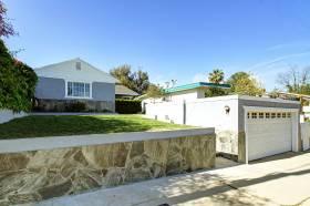 Traditional home at 1311 Linda Rosa