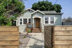 We sold this 2-bedroom Highland Park home for $555,000!