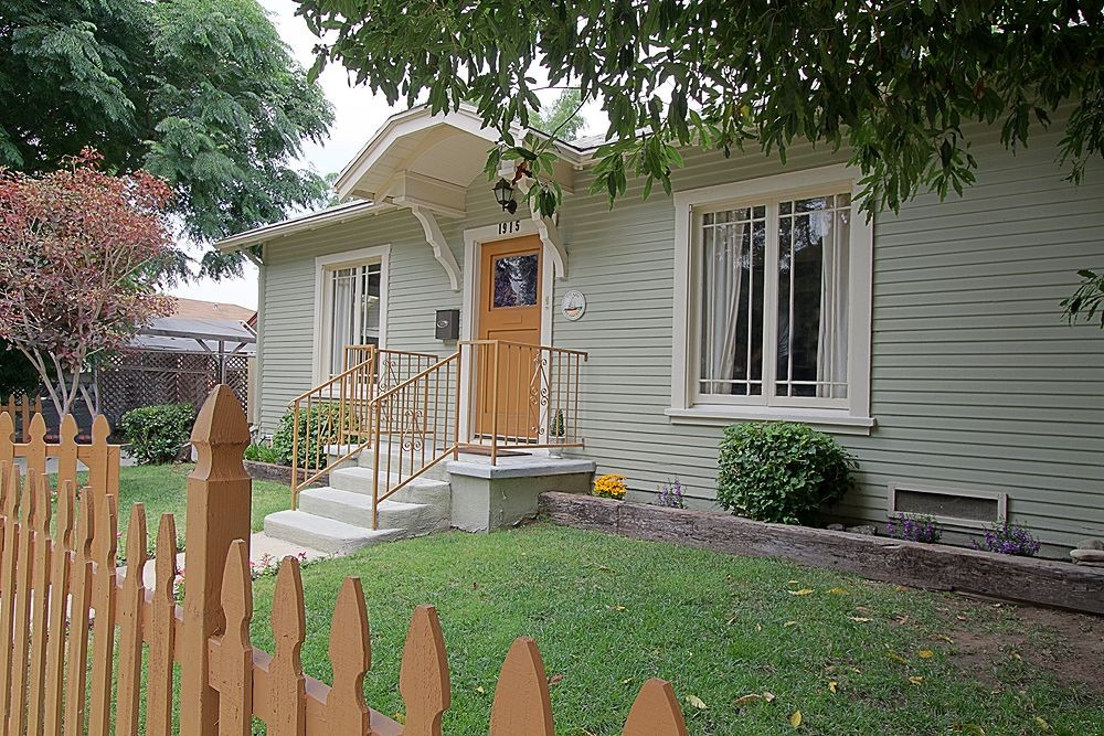Sweet Bungalow at 1915 Chickasaw Avenue, Eagle Rock
