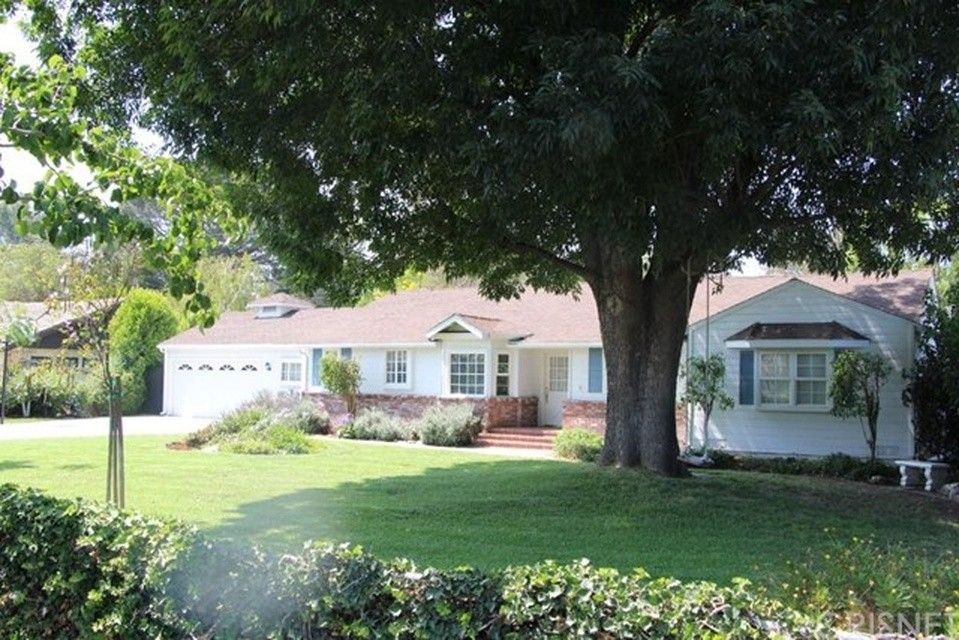 We just helped a client purchase this Sherwood Forest home!