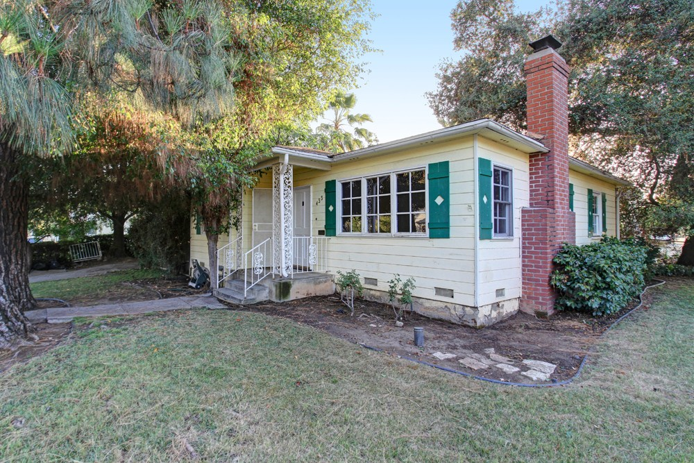 Charming Cottage at 433 N Avenue 66