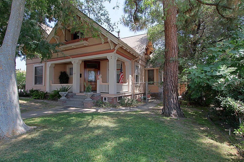 Vintage Victorian at 822 E Wilson Avenue, Glendale