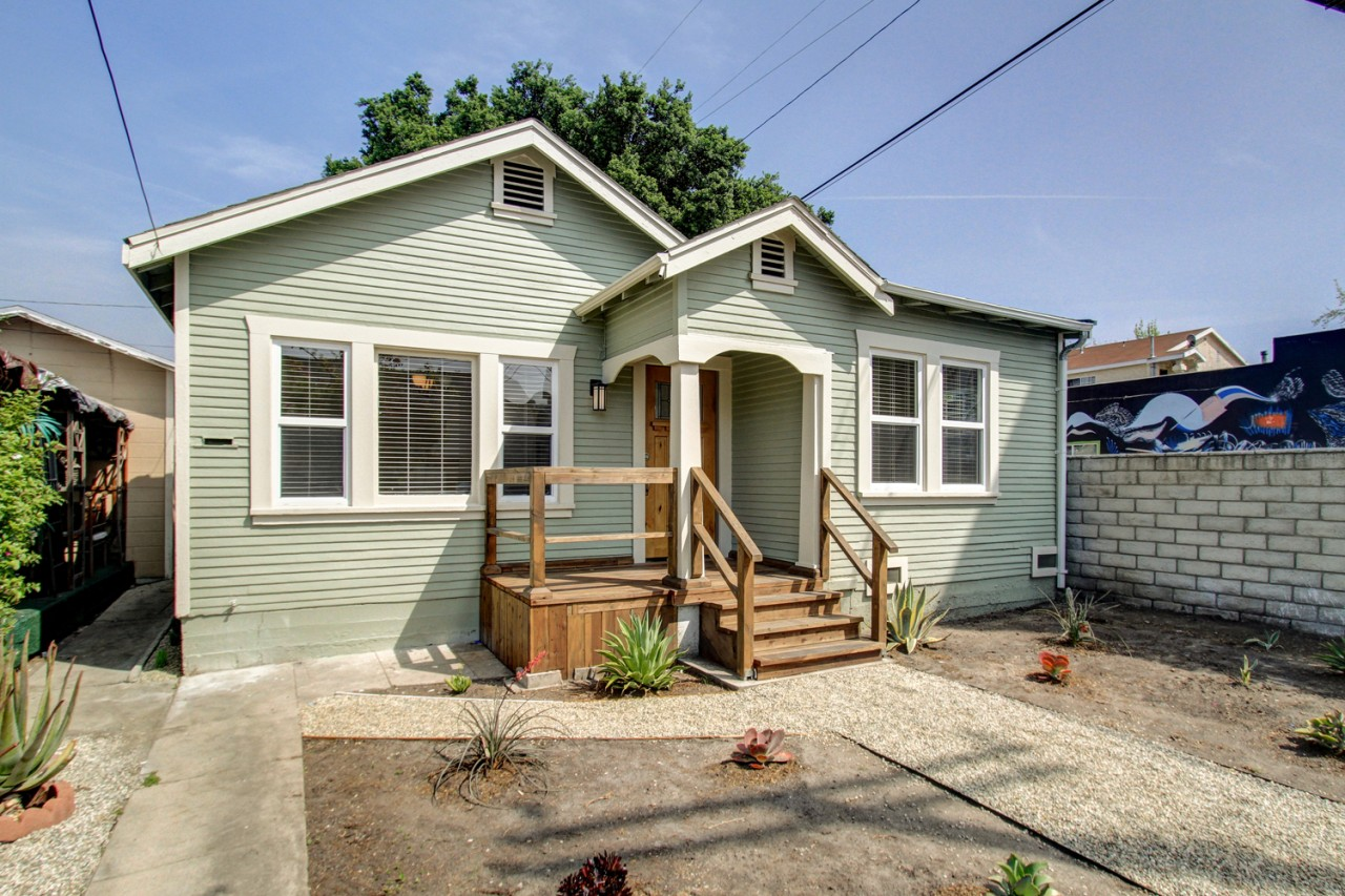 2-bedroom Cottage in the Heart of Highland Park listed for $499,000!